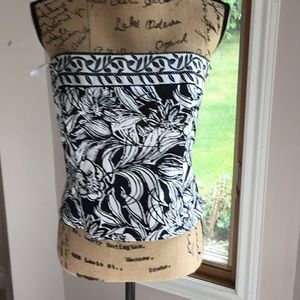 White House black market sleeveless shirt.